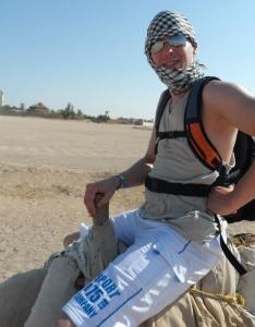 auf dem Weg zum Atlasgebirge auf einem Kamel
